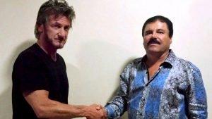 Incontro tra Sean Penn e El chapo mentre indossa la camicia che entrerà nell'immaginario della narcomoda