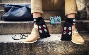 parte tutto da un articolo scherzoso su Lercio il quotidiano di satira e potrebbe diventare moda Sciarpe per caviglie
