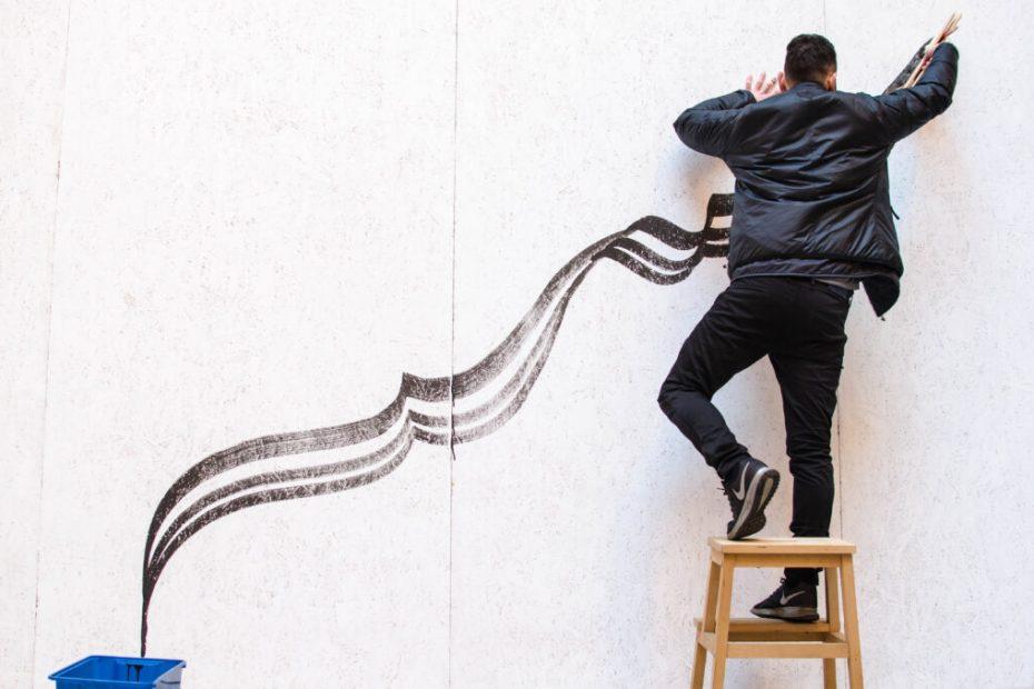 I primi tratti dell'opera Frecce di Domenico Romeo all'evento di Andrea Cimatti per Arte Fiera