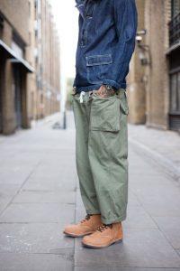 Tendenza uomo, il workwear maschile, le utility jacket, jeans e militare
